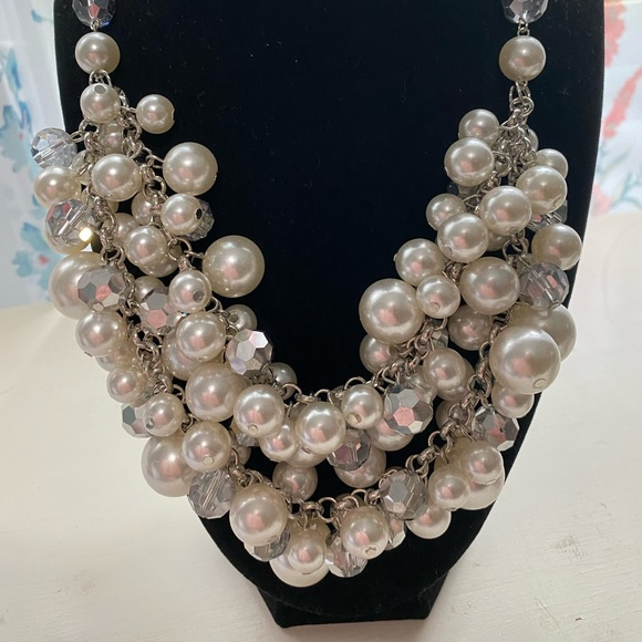Pearl and iridescent silver necklace with earrings
